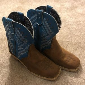 Justin Women's Brown Gypsy Short Boots Blue Top